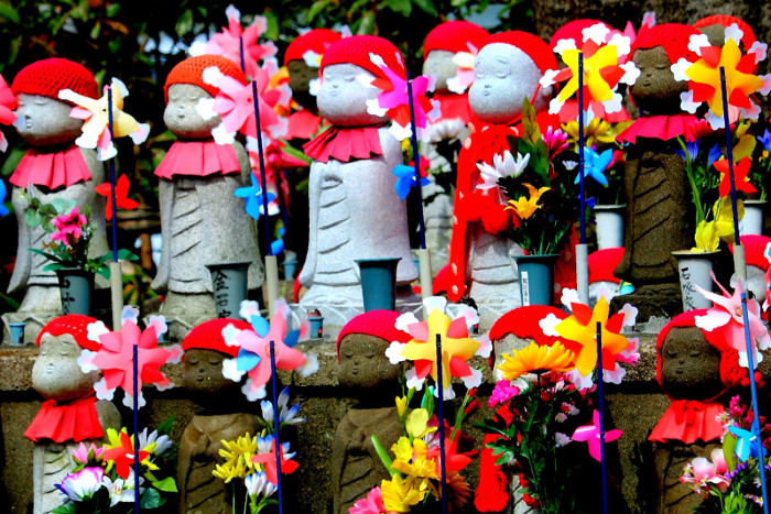 Things to do in Tokyo: Jizo statues at Zojo-ji Temple