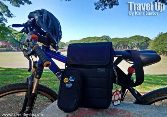 02. targus ecosmart messenger bag bike