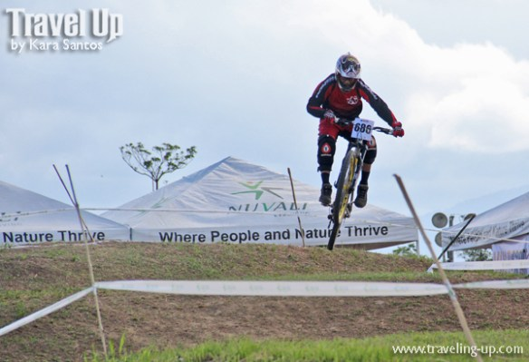 nuvali dirt weekend biker on trail