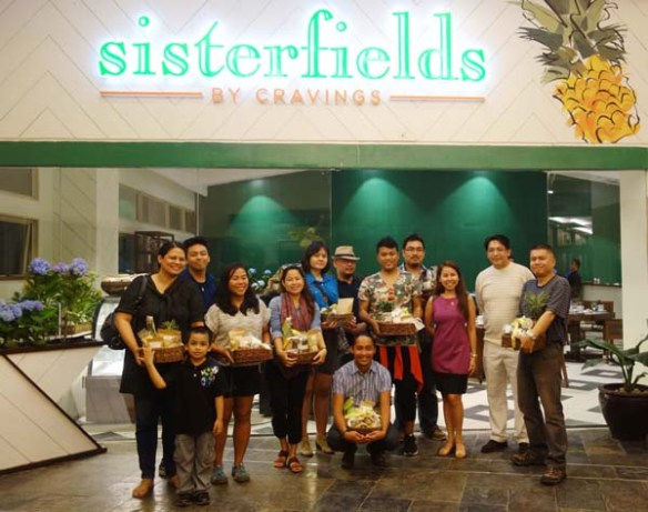 bloggers with christine bautista and ferdie pulia of sisterfields 2