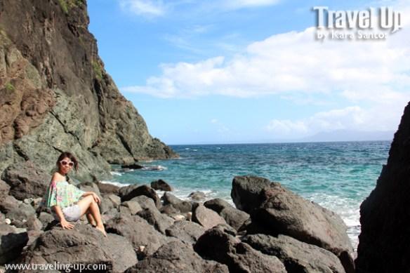 caramoan island hopping catanaguan island rocky coast