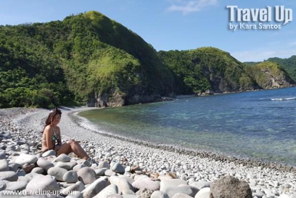 caramoan lantangan beach rocks