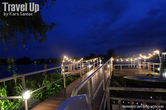amphawa thailand riverside bar night
