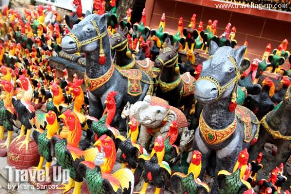 amphawa thailand wat bang kung temple statues