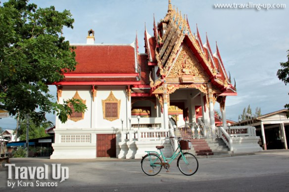 bicycle amphawa thailand temple