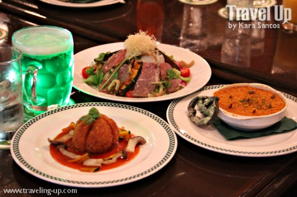 universal-studios-japan-halloween-special-finnegans-bar-grille-green-mint-beer