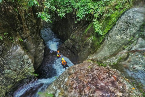 canyoning-in-biliran-rappelling-travelup