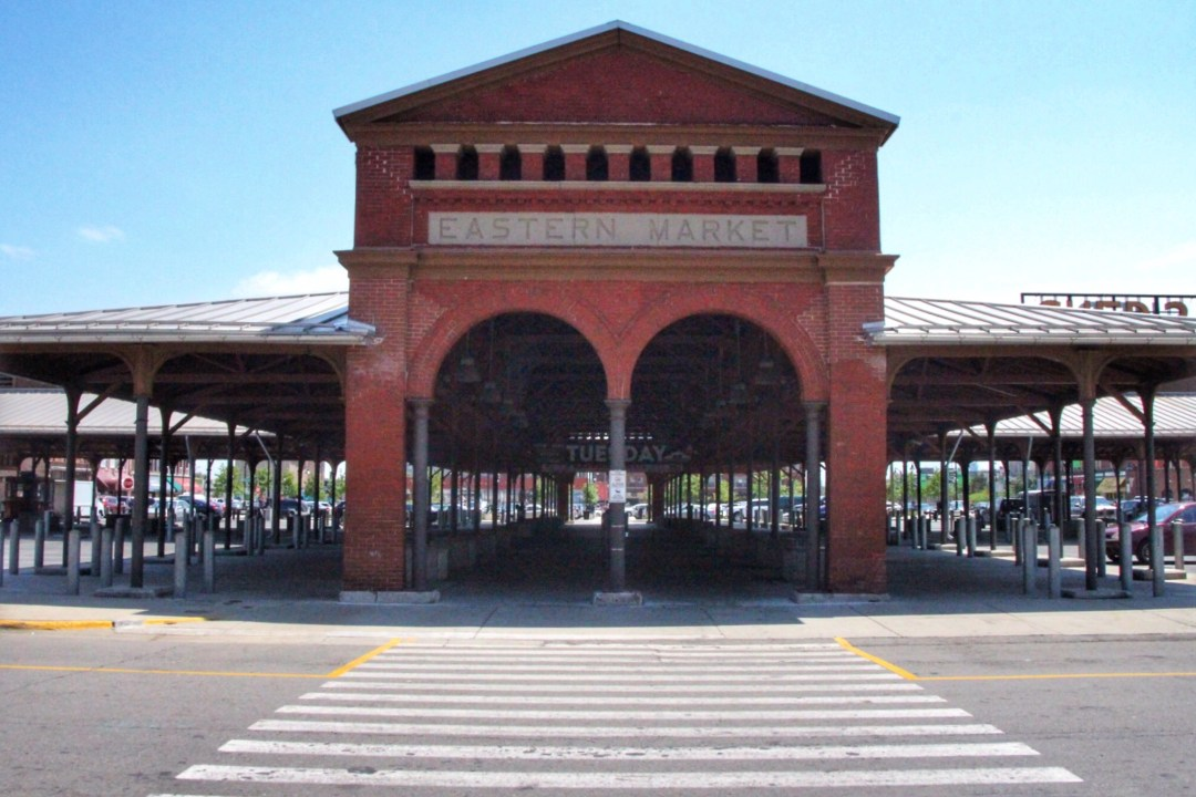 An unofficial guide to Detroit Michigan. America's up and coming city. What to do in Detroit, where to eat in Detroit, where to stay in Detroit, and more! Includes Google Map of Detroit destinations. #detroit #detroitmichigan #traveldetroit #visitdetroit #easternmarket #easternmarketdetroit