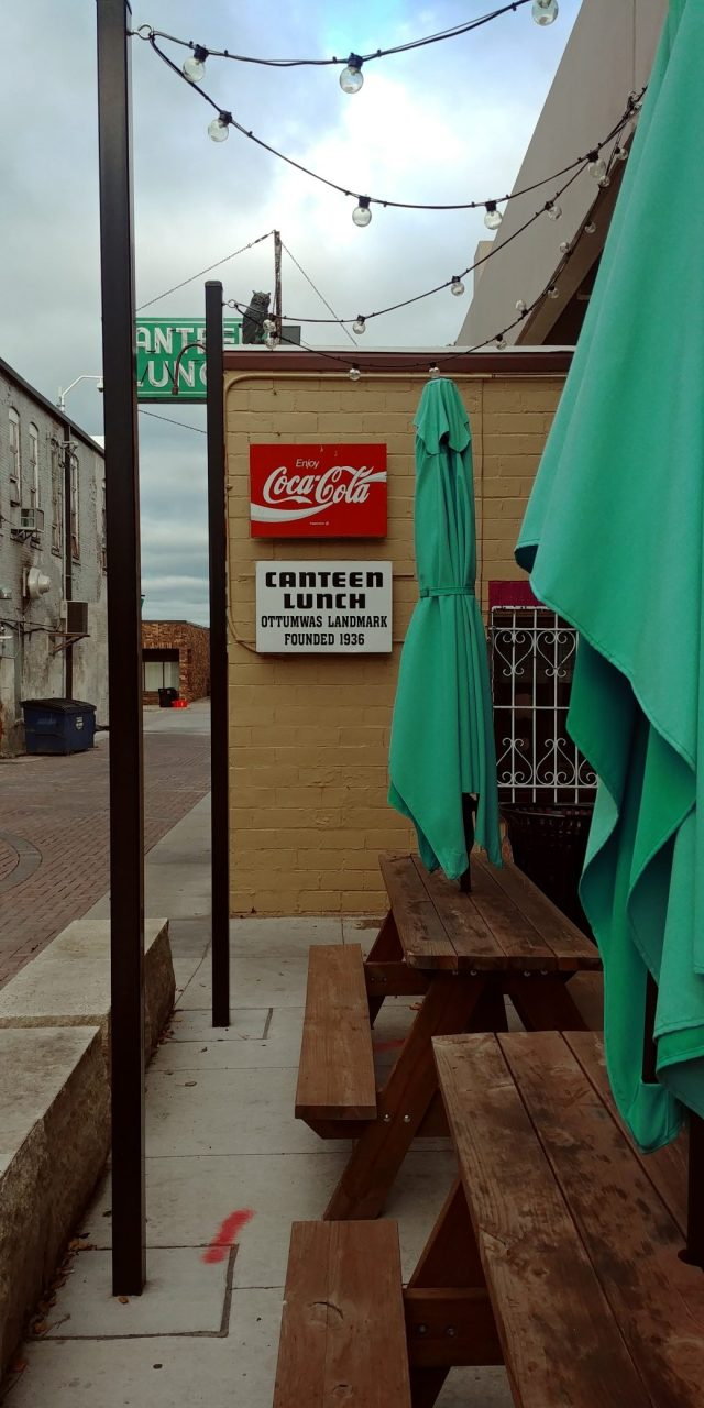 canteen nin the alley outdoor seating