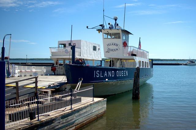 Apostle Island Sea Caves ferry
