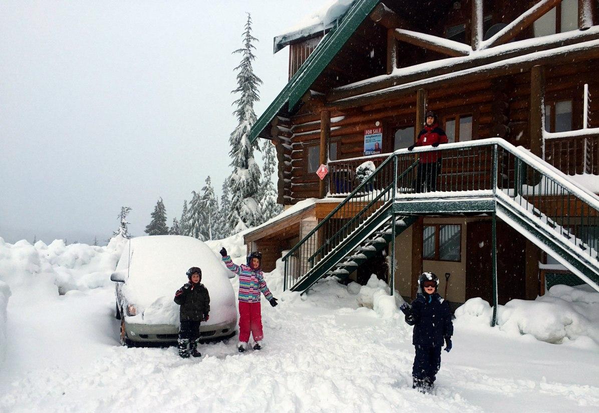 Mount Washington Evergreen Lodge, Mount Washington Alpine Resort, Ski lessons on Mount Washington, Mount Washington Snow School, Comox Valley, Traveling Islanders, Accommodations on Mount Washington, Ski chalet mount Washington