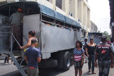 Busse für Einheimische in Kuba - Santiago de Kuba