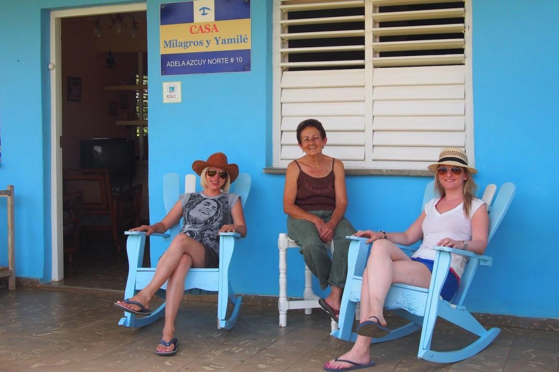 Mit unserer Gastmutter in Vinales im Nordosten Kubas