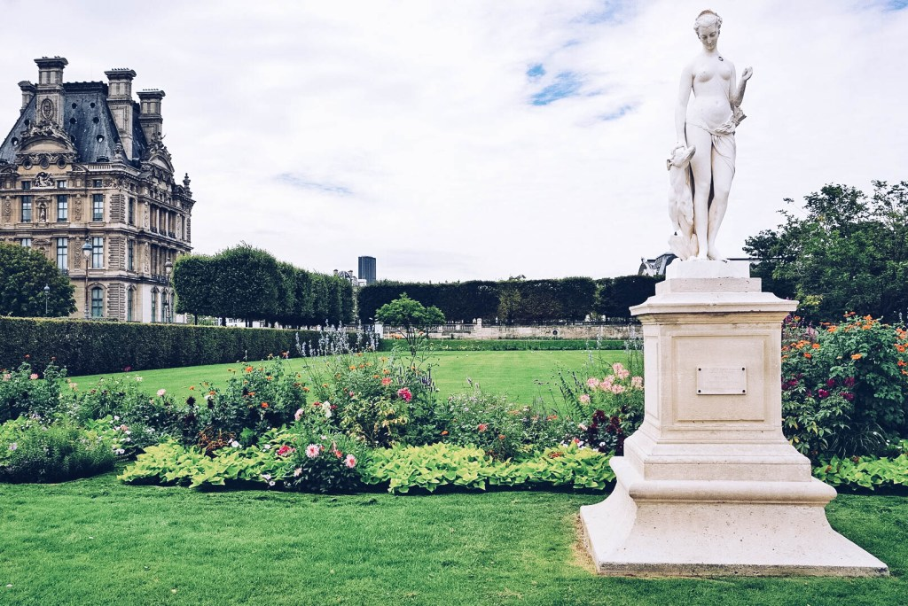 City guide what to do in paris the traveling spud for Louis jardin wine