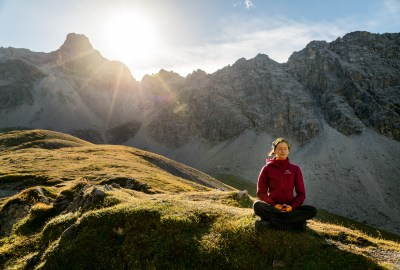 Meditation plus Gipfelglück | Man kann überall meditieren. Im Wohnzimmer, in der Bahn, auf dem Berg ...