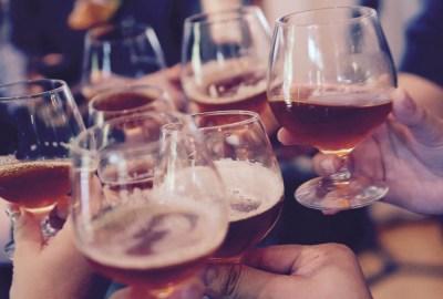Alkohol für alle   Er ist überall. Er gehört dazu. Auch das macht ihn so gefährlich.