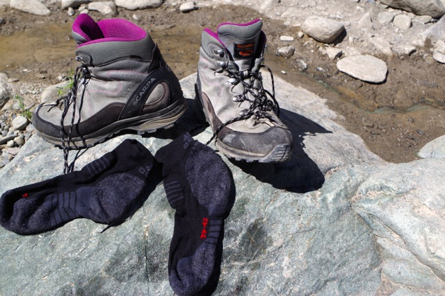 trekking-wetshoes