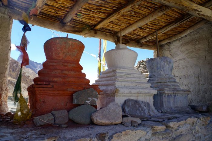 stupas_three_entrance_markha