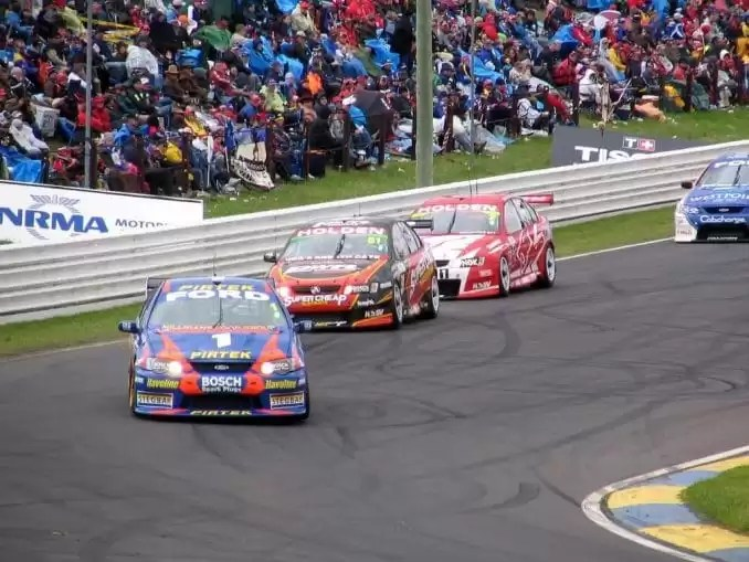 Mount Panorama Motor Racing Track e1552129630866 - Things To Do In New South Wales, Australia