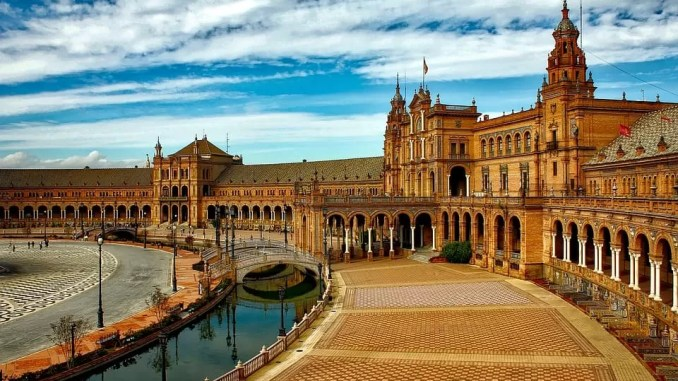 Seville Spain Travel Guide Plaza Espana Seville 678x381 - Short City Breaks - Seville Spain Travel Guide