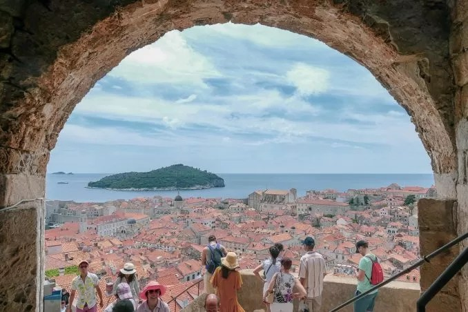 architecture 3656789 960 720 e1562819100758 - Hitchhiking to Dubrovnik, City in Croatia