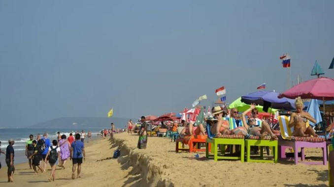 Candolim Beach 678x381 - Best Beaches in Goa India For Foreigners