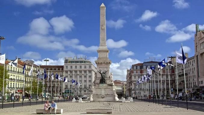 Restauradores Square lisbon 678x381 - Places to Visit in Lisbon, Portugal
