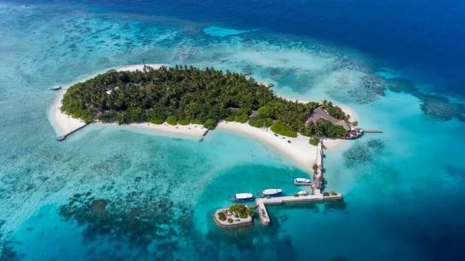 Makunudu Island e1570867599320 - 20 Best Maldives Resorts For Families And Couples