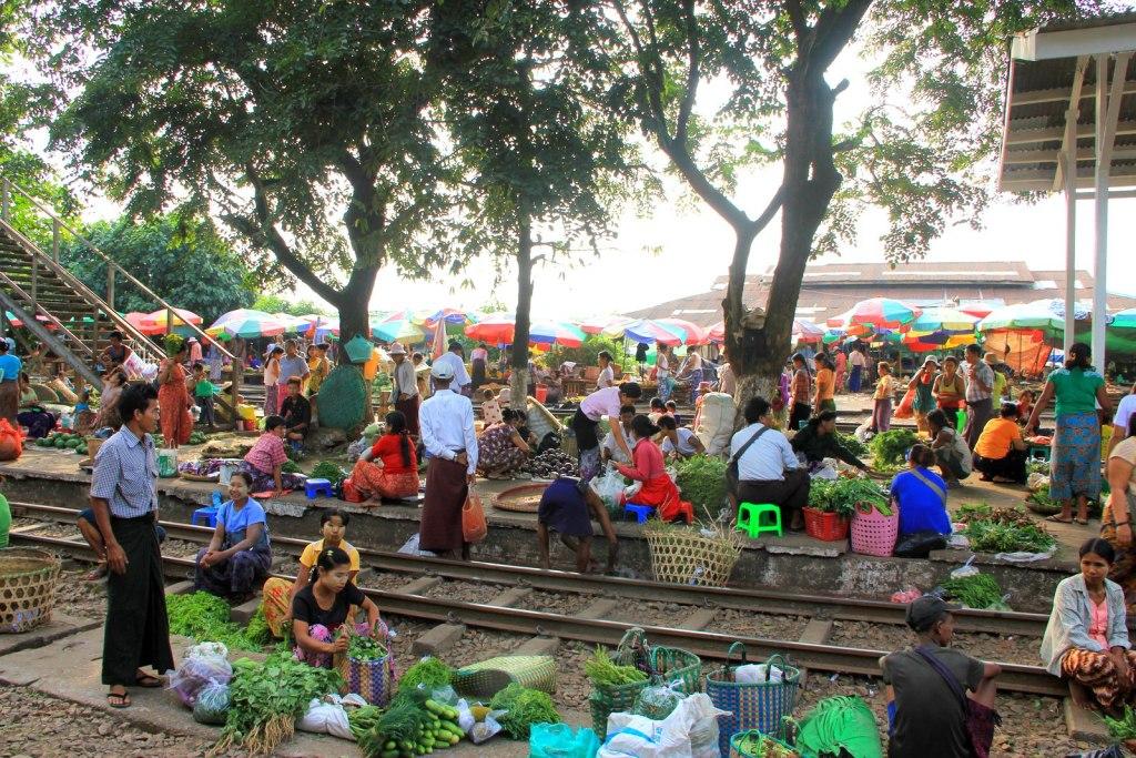 The bustling Danyingon Market