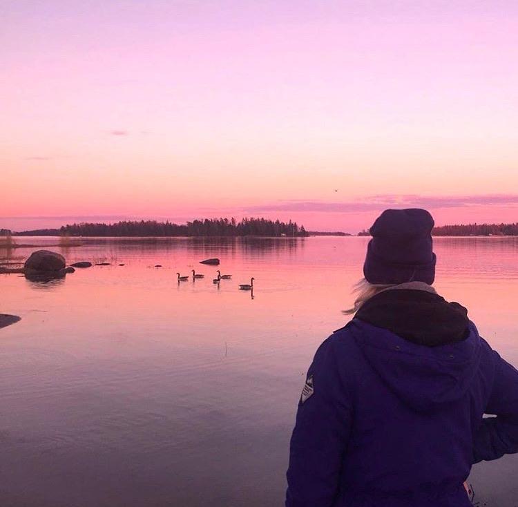 Travel Jael admiring the sunset from Hyljelahti beach, located along Rantaraitti in Espoo
