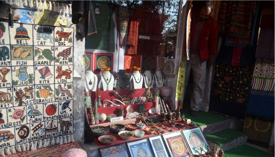 Roadside market in Mcloedganj, India by Travel Jaunts