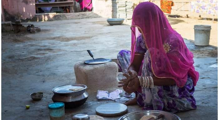 वो गांव, जहां पिता और भाई कराते हैं लड़कियों से PROSTITUTION