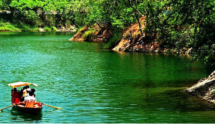 Honeymoon in Nainital: If you want to have a honeymoon in a low budget then there is no place from Nainital