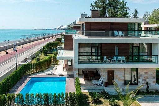 Отели Адлера на берегу моря с бассейном