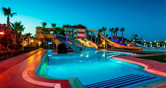 Отели Турции с аквапарком и водными горками