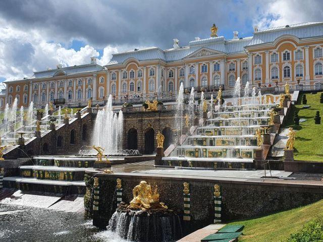 Экскурсия: Петергоф и Кронштадт: два города за один день