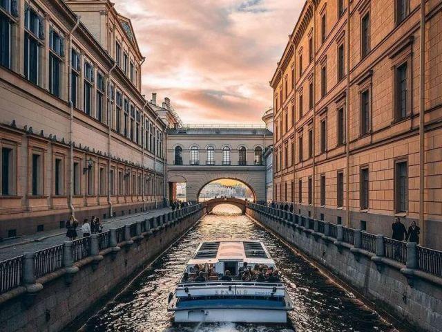 Экскурсия: Прогулка по рекам и каналам Петербурга с аудиогидом