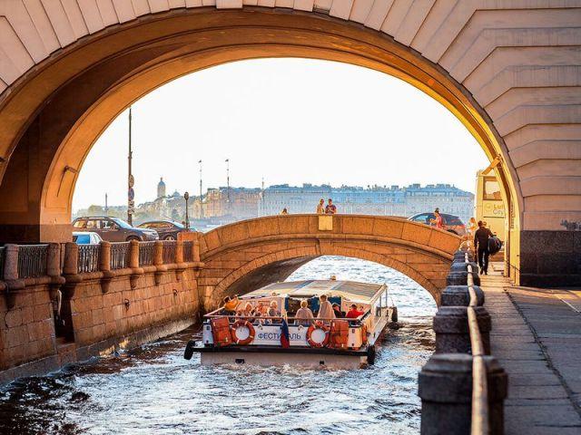 Экскурсия: По Санкт-Петербургу на автобусе и на кораблике!