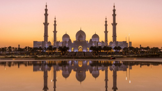 Sheik Zayed Grand Mosque in Abu Dhabi after sunset.