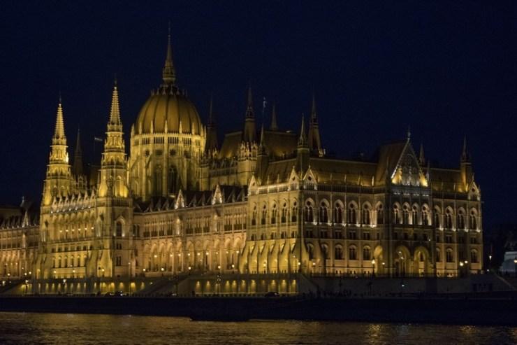 Budapest Parlamento notte