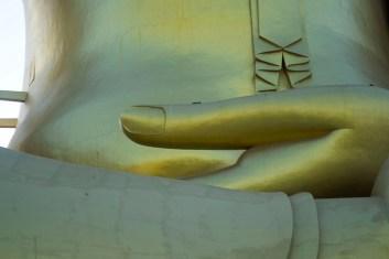 Big Buddha di Wat Muang 3