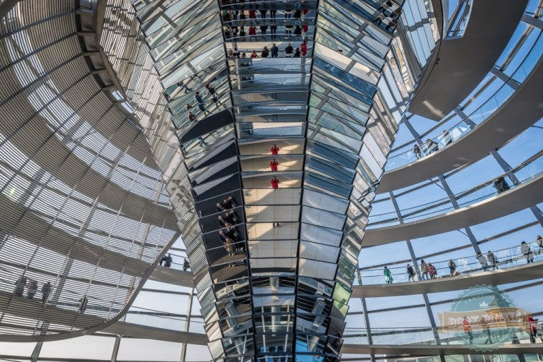 Mirroed-cone-inside-the-Reichstag-Dome