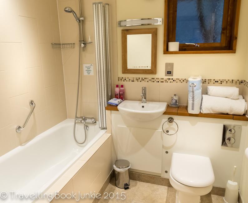 family bathroom golden oak, thorpe forest, foreest holidays, norfolk, uk
