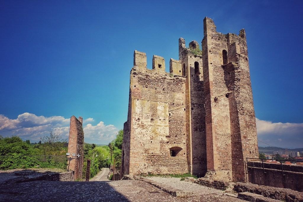 Scaligero Castle, Borghetto, River Mincio, Italy, Lake Garda, Traevlling, Travel, Travelling Book Junkie