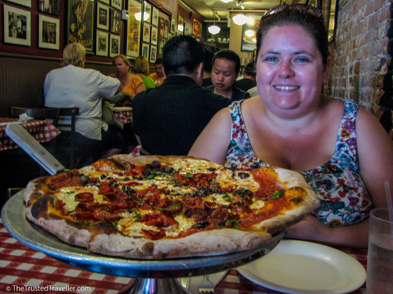 Lombardi's, New York City, America, Pizza, Food, Travelling, Travel, Travelling Book Junkie