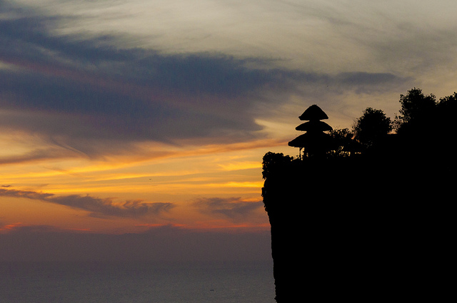 Le Temple d'Ulu Watu, Bali, Indonesia. Temples, Travelling Book Junkie, Travel, Travelling, Unique Travel, Unusual Travel