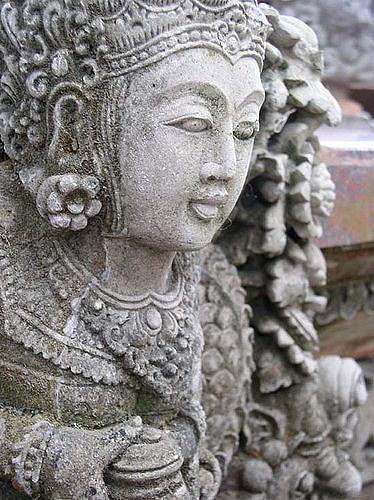 Baliese stone guardian, Ubud, Bali, Indonesia, Travel, Travelling Book Junkie