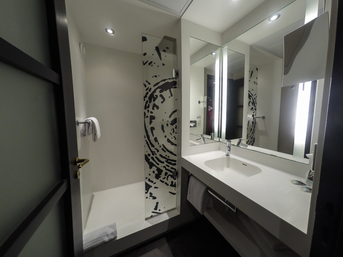 mecure hotels, bourges, hotel, france, michelin star, restaurant, abbey, converted, de bourbon, bathroom