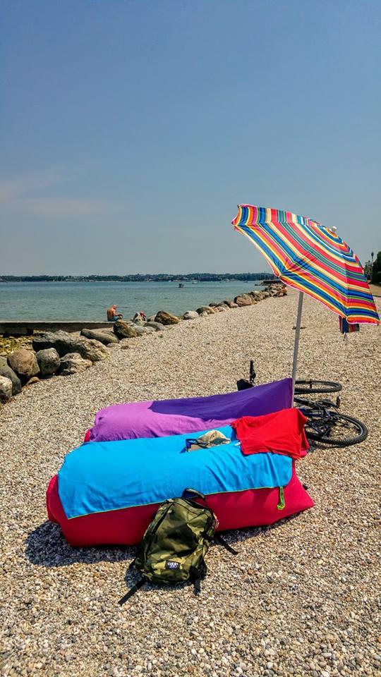 Beach umbrella, beach supplies, what to carry to the beach