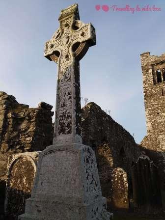 Preciosa cruz celta decorada